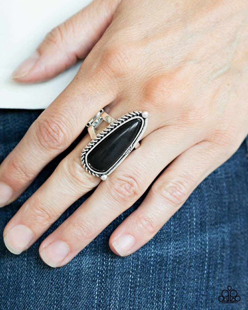 Full finger ring #blackbusiness #blackgirlmagic #birthday #blackgirlmagic #blackbusiness #beauty #celebration #beautysalon #nailsalon #prom #gold #qgtm