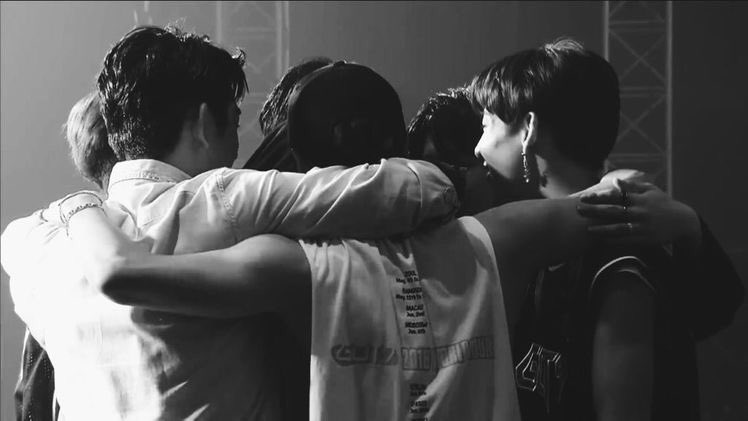 Thank you for being our best friends, our comfort zone, and our home for these past 7 years and many years that'll come. Your musics and bright personalities saved many of us, you guys truly deserve all the happiness in this world💚  #7YearsWithGOT7 #갓세븐포에버_아가새는어디안가