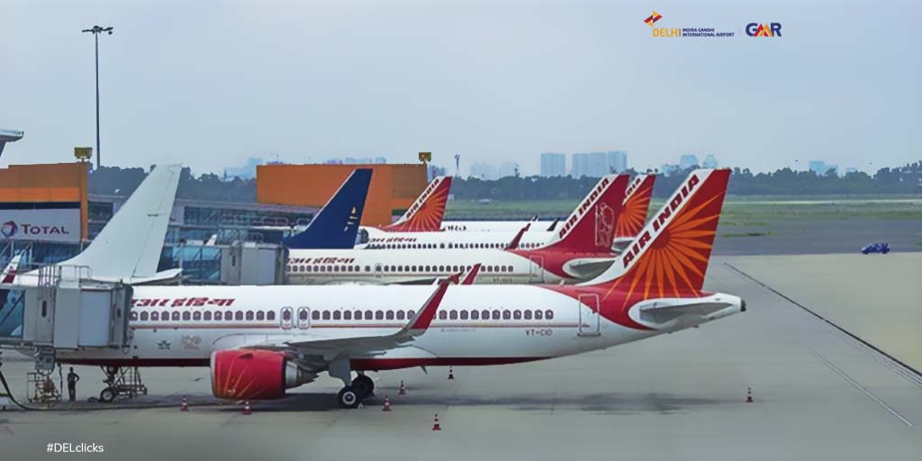 A line of Maharajas dominating an entire side of #DelhiAirport! Seen in the remarkable shot are four Maharajas, including one sporting the Mahatma Gandhi tail and couple of @flyspicejet 737s, as spotted by spottersingh (on instagram). ​​ @airindiain ​​#DELclicks
