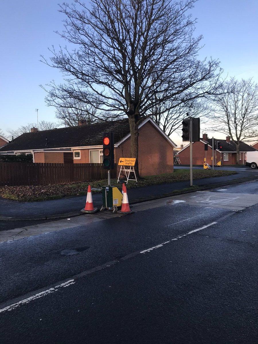 @nwater_care Northumbrian Water cracking on fixing Sixth Ave/ Alexandra Rd #Ashington #NE63 full works, temp lights, pump, big hole. Have stopped water running down and freezing on road and pavement.  Thanks. See you on Monday #Smile