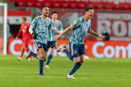 No que pode ter sido sua despedida do Ajax, Huntelaar foi o salvador na vitória sobre o Twente; o Feyenoord manteve a vice-liderança; o AZ se reanimou, ao vencer o PSV; e Giakoumakis brilhou, na goleada do VVV-Venlo. Tudo no relato da 16ª rodada: https://t.co/n2gnnJ0HEU https://t.co/KFgENiwqAj