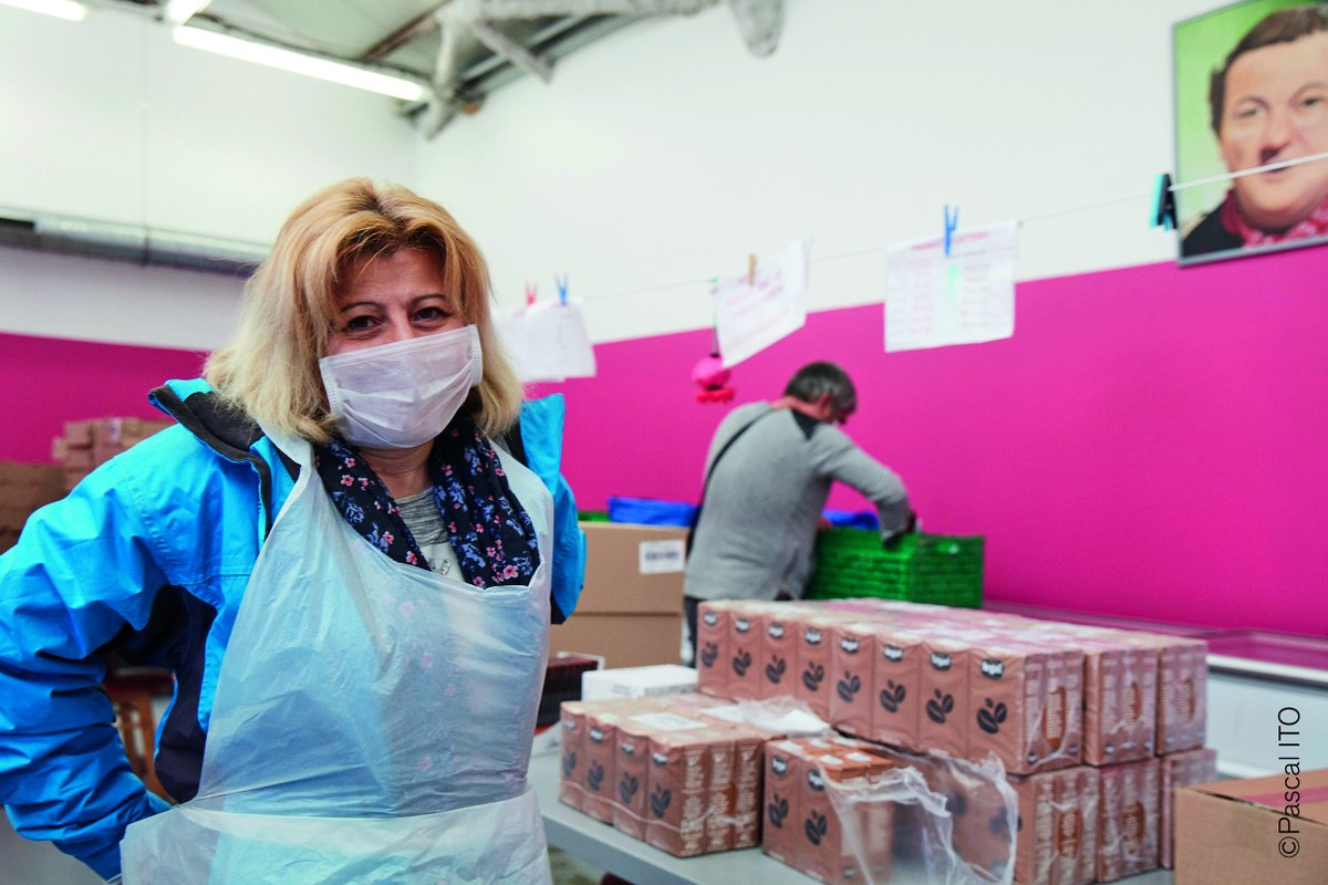 Solidarity is at the heart of EU values.  We support civil organisations such as @restosducoeur 🇫🇷 providing meals to people in need as their number unfortunately grows due to the COVID-19 pandemic.   #UnitedAgainstCoronavirus