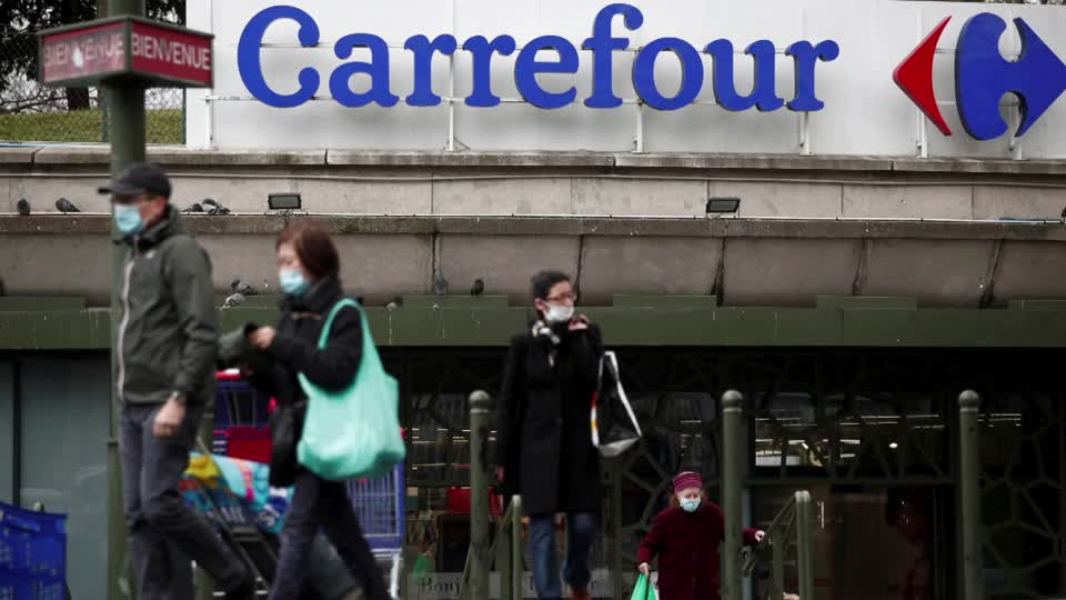 Finance Minister Bruno Le Maire's assertion of France's opposition to a possible near-$20 billion takeover of Carrefour by Canada's Alimentation Couche-Tard sent the French retailer's shares tumbling over 4%. More here: