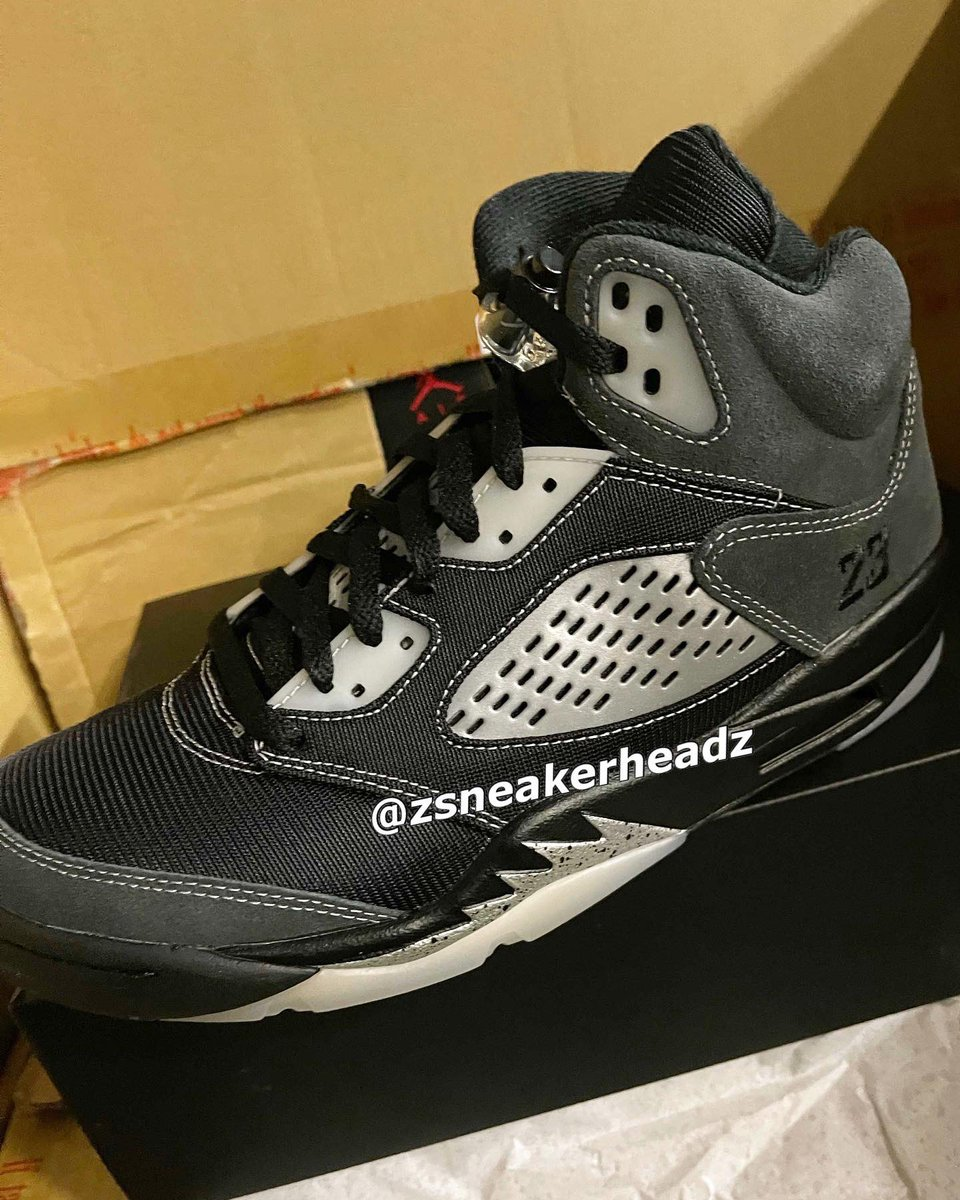 """Replying to @nicekicks: Some mixed material """"Anthracite"""" Air Jordan 5 drop in February. 🎱"""