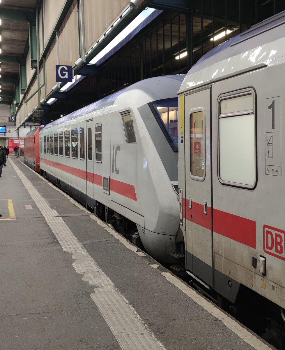 So lässt sich es auch machen😅, ein IC als 1915 von #DortmundHbf nach #StuttgartHbf mit eine Verspätung von ca. 15 Minuten. . #intercity #ic #fernverkehr #deutschebahn #db #steuerwagen #ic1