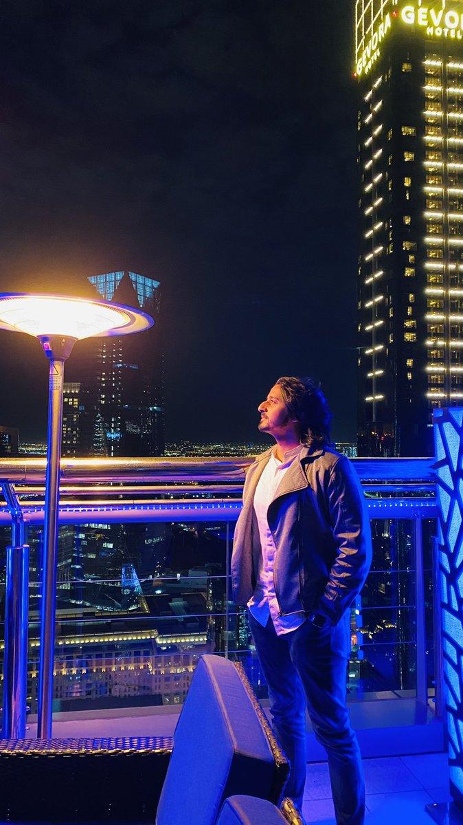 Set your life on fire. Seek those who fan your flames. - Rumi  #dubai🇦🇪 #dubailife #Skyline #level43dubai #nightphotography #nightlife #uae🇦🇪 #lifequotes #newyearnewyou https://t.co/Vj6sWiDVxK