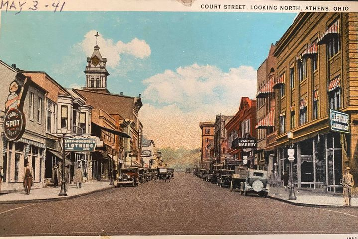 #FlashbackFriday  More postcards! Alumna Sarah Miller ('03) found these beautiful images at the Urbana Flea Market😻 One was even personalized by Donald Perry who lived in Palmer Hall during 1936!  That image of Court Street in the '40s sure does bring a smile to our face💚 https://t.co/Hkw4zlOITd