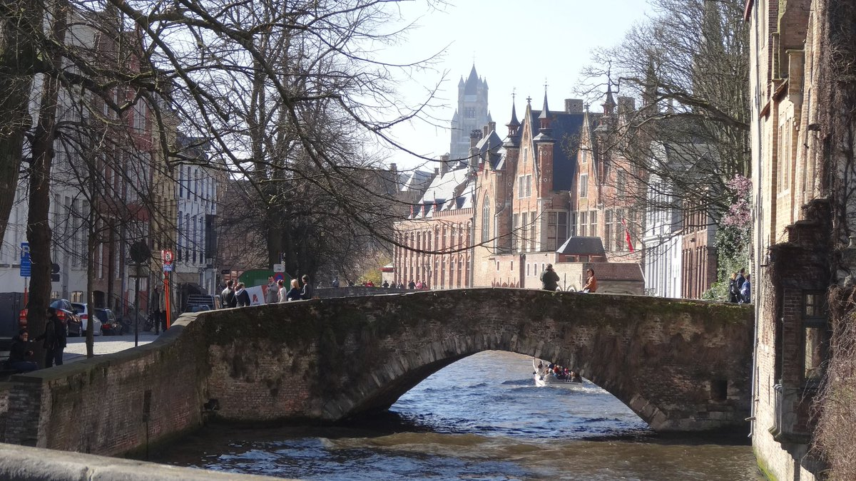Friday evening dreaming of being in Bruges in the early spring sun 🌞  #bruges #FridayThoughts #Belgium #travel #sun