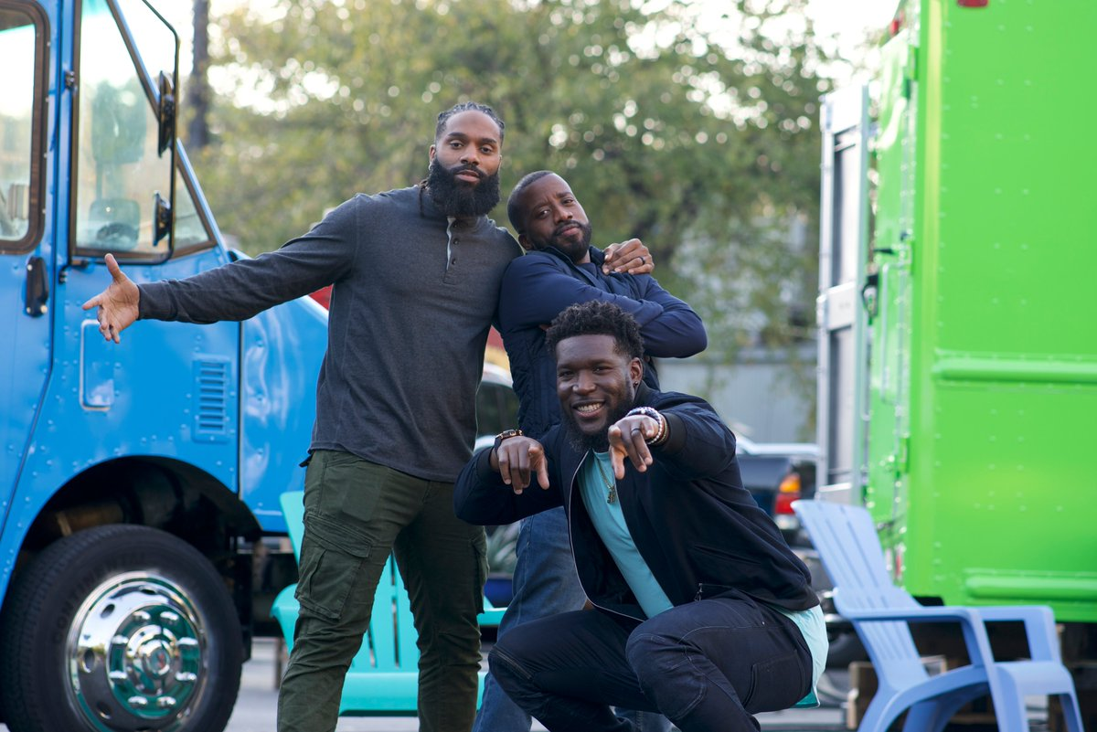#CupcakeGuys @rak98 + @MikeGriff33 are teaming up to help aspiring entrepreneurs achieve their baking dreams on Cupcake Guys Training Camp! 🧁🏈 Tune in Feb. 6 @ 1|12c + stream it the same day on @discoveryplus 🙌 Subscribe to #discoveryplus for more: .