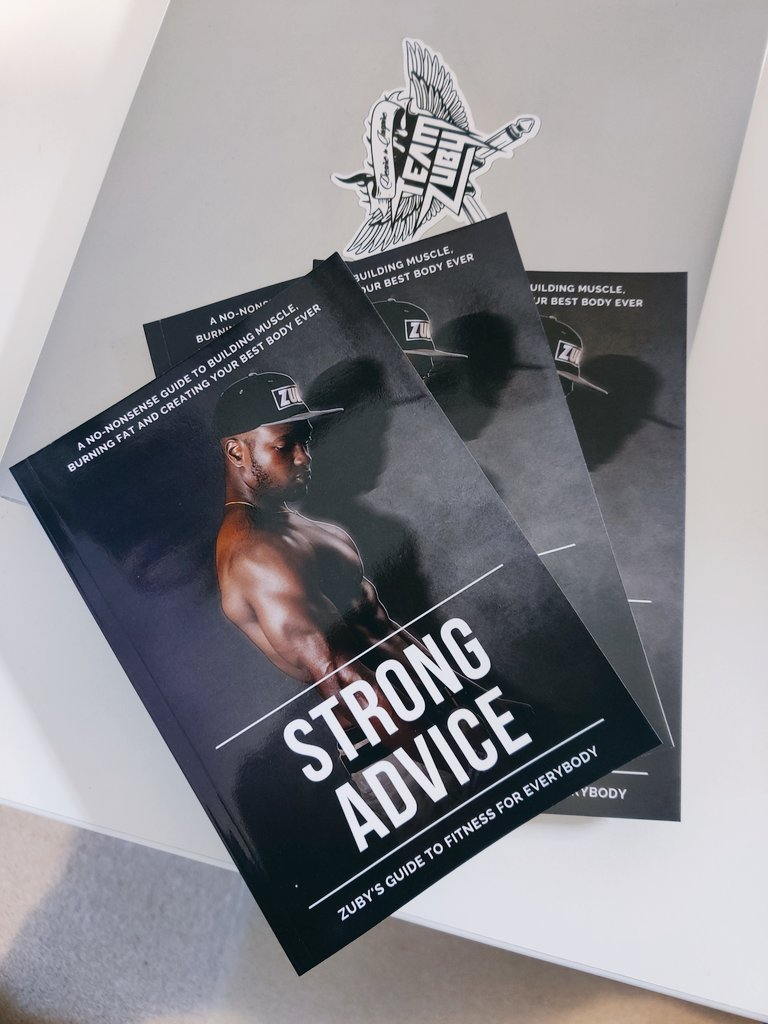 I've teamed up with @piccmeeprizes to giveaway 3 SIGNED copies of my fitness book #StrongAdvice 💪🏾  Follow me and @piccmeeprizes, tag 2 friends, and retweet this for a chance to win one!  Ends in 24hrs. Ships internationally.