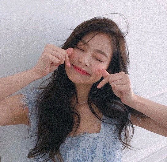 Happiest birthday to the most talented, adorable, perfect girl in the whole wide world! Happy 25th ❤️also happy birthday to her mandu cheekies 🥺🥺🥺   #PricelessJennieDay #BonJennieversaire #빛이나는_제니의_모든날이_찬란하길