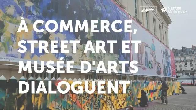 Sur les palissades du chantier Feydeau-Commerce, les graffitis du collectif 100 Pression dialoguent avec des reproductions d'œuvres du @MuseeArtsNantes 😍📽️ @CCINantes @NantesMetropole @GildasSalaun
