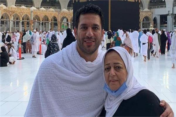 صور| #حسن_الرداد يفتح ألبوم ذكريات والدته ويطلب الدعاء لها https://t.co/LkyT6qXEEc https://t.co/Em0WfH4sdZ