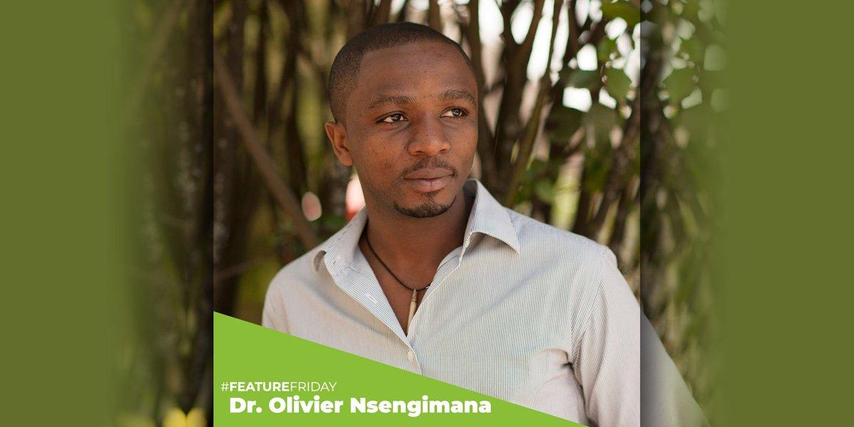 Dr. Olivier Nsengimana, Founder of the @RwandaWildlife, is doing amazing work with these incredible cranes in Rwanda! @FutureForNature #FeatureFriday #birds #conservation #Rwanda