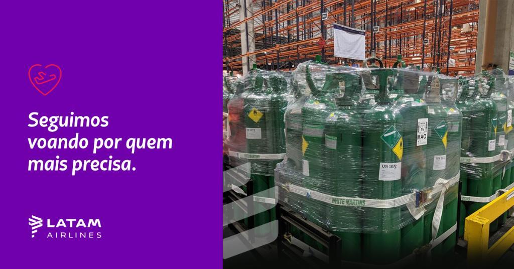 Ontem realizamos o terceiro voo em parceria com o Governo do Amazonas, a pedido do @minsaude, transportando para Manaus, que sofre um momento delicado na pandemia, 500 cilindros de oxigênio, totalizando 37,5 toneladas. Seguimos voando por quem mais precisa!