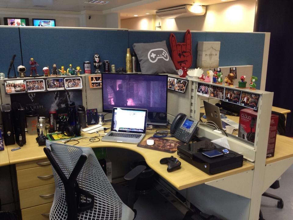 Mesa de trabalho em 2015! Que organizada : ) https://t.co/0wt8IpsqlE