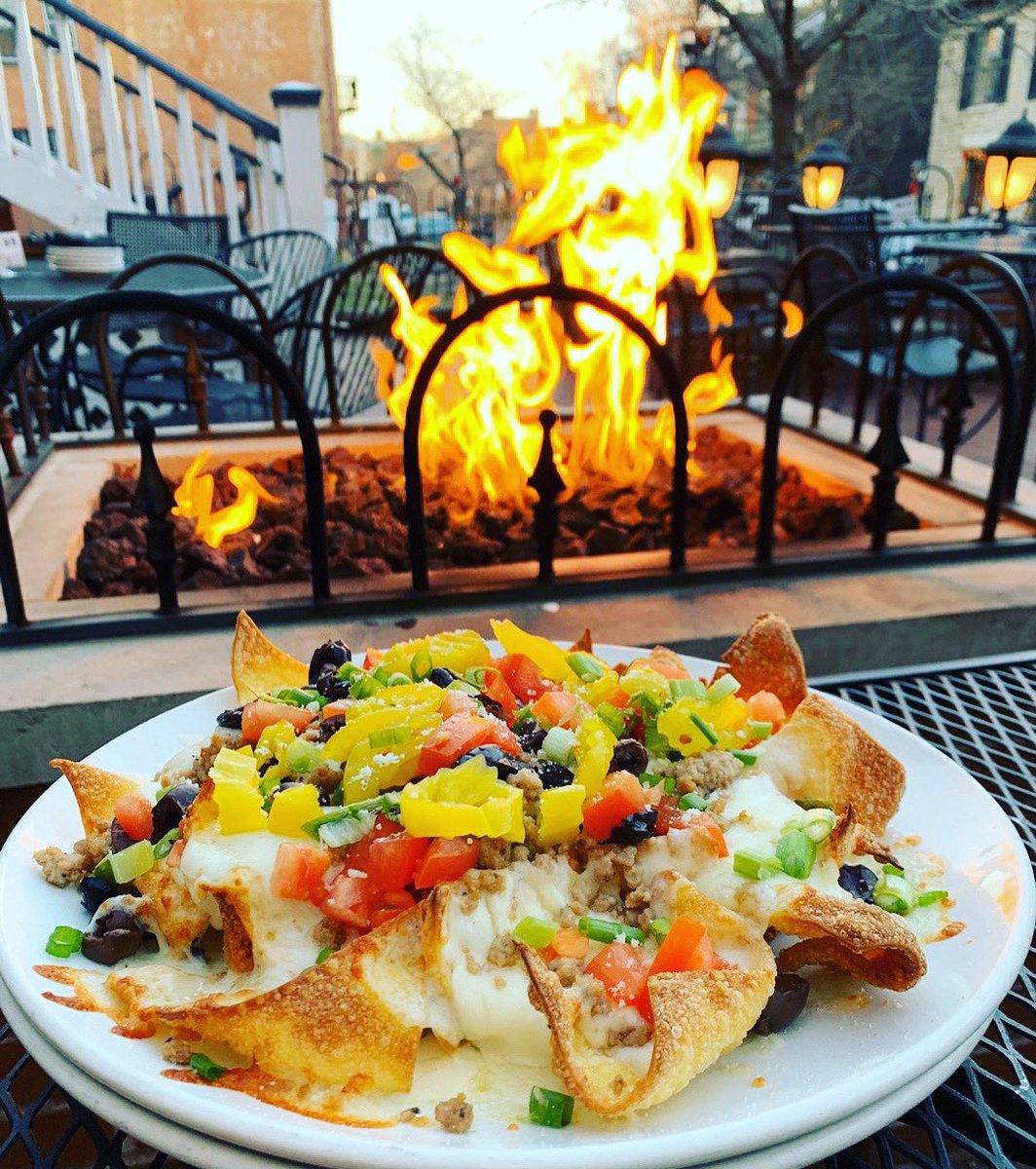 Italian Nacho kinda day... paired with vino 🍷 and fire pit 🔥, of course @bellavinowinebarstl 🥰 #nacho #italiannachos #tapas #patio #firepit #winebar #favorite #foodie #datenight #daydate #perfection #cravings https://t.co/KtZHlTbZv9