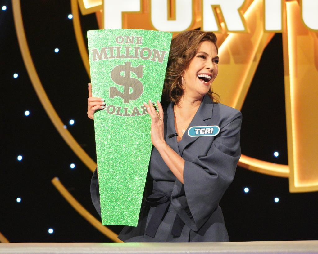 Want to feel like a million bucks? Catch up on #CelebrityWheelOfFortune, now streaming, on demand, and on Hulu!