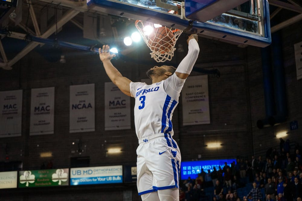 The Bowling Green Falcons and the Buffalo Bulls meet in college basketball action from UB Alumni Arena at 7PM(et). The Falcons had a five-game win streak snapped in their last outing. The Bulls began the year at 1-2 with losses but has notched wins! @sbgglobal