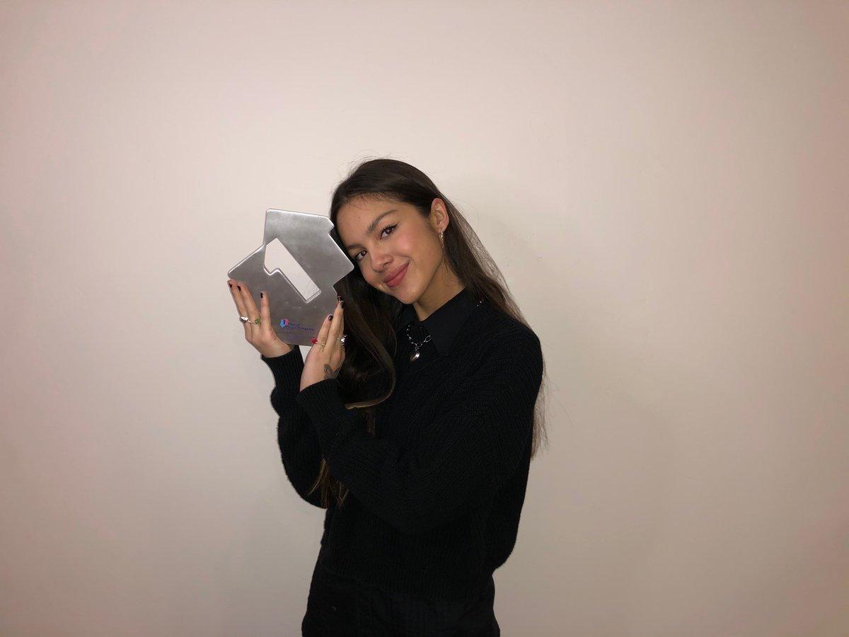 .@Olivia_Rodrigo's chart success has been incredible 👏 Her debut single has reached #1 on the @officialcharts. Congratulations!  https://t.co/fGPswc9dfG  #OliviaRodrigo #driverslicense https://t.co/08K3LNEobn