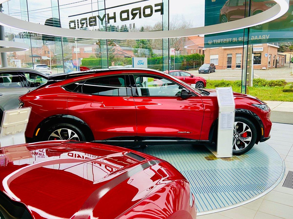 """test Twitter Media - De Mustang Mach E, eindelijk in de showrooms. Aangenaam verrast door de looks. Interieur is wat je van een Amerikaan mag verwachten.  Levertermijn, bij snelle beslissing: """"zomer 21"""", anders volgend jaar. Prijs in financiële renting: +\- Model S. Testrit niet mogelijk. https://t.co/5oiJQSV91r"""