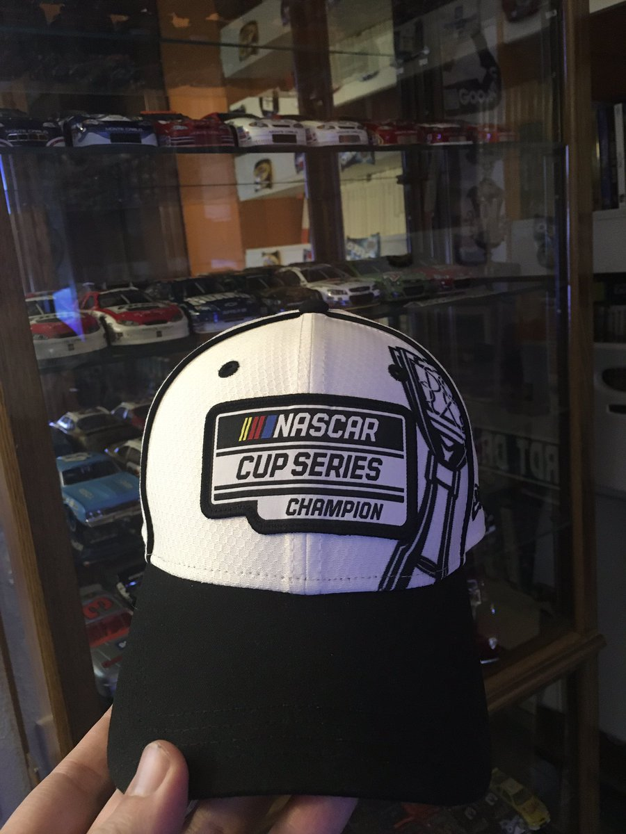 @TeamHendrick @Alex_Bowman My current favorite hat. While it doesn't have Hendrick Motorsports as the primary logo, it still show they are the champions. 🏆 #NationalHatDay #HendrickNation #di9