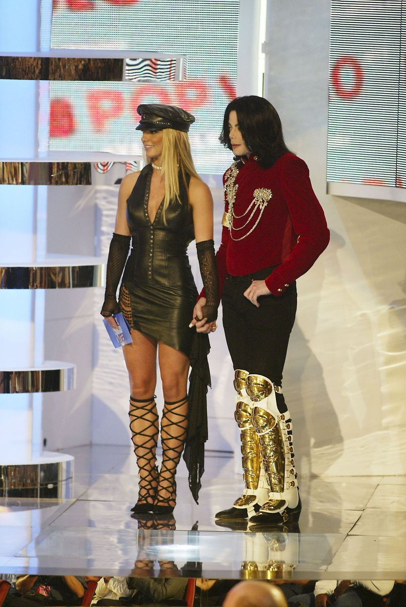 RT @mjjbrasiI: 2002  Michael Jackson and Britney Spears in VMA. https://t.co/dyY1yulYEy