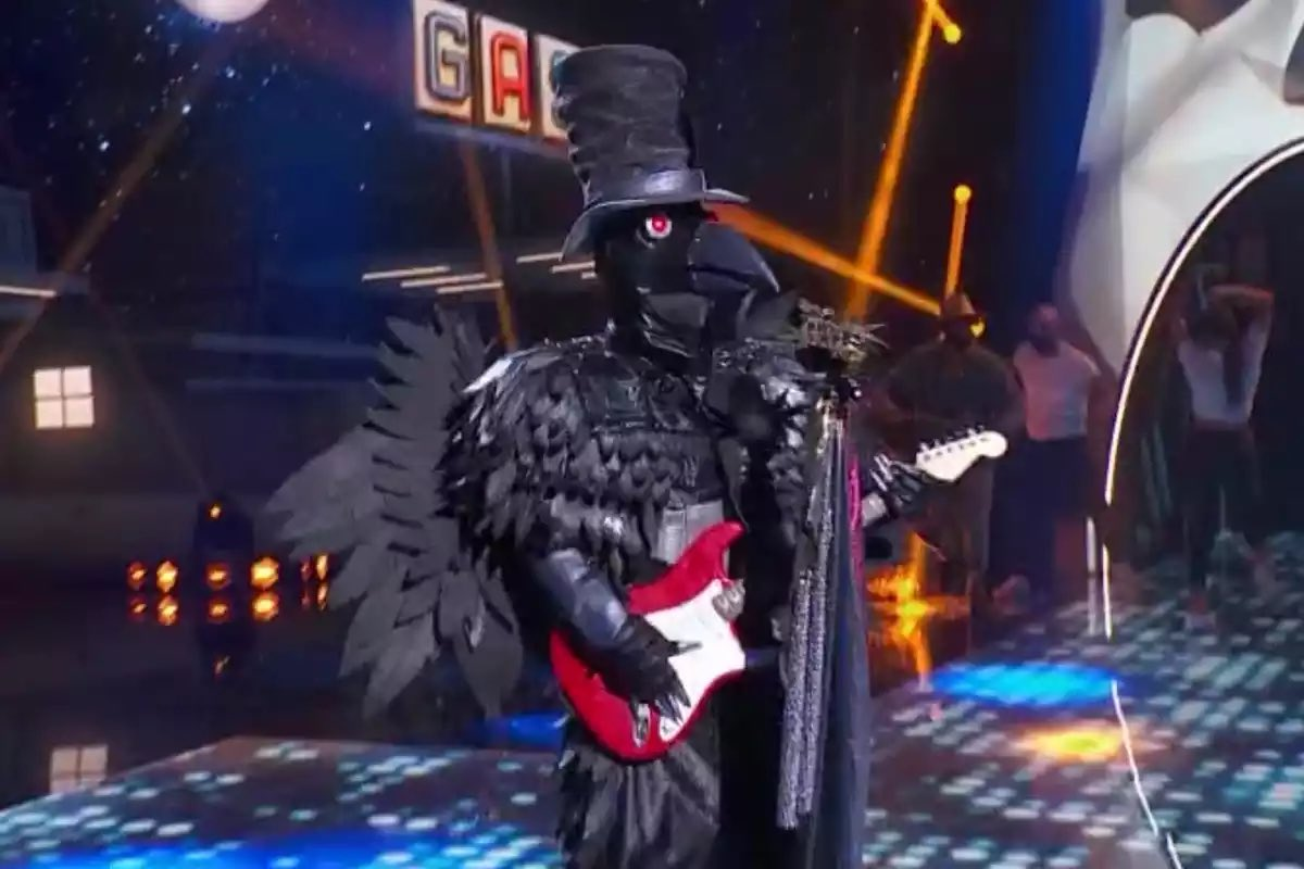 This is absolutely brilliant. We've had @jorditorres81 & @33danivalle singing their hearts out for @2WheelsforLife on the #WorldSBK #PaddockShow stage in recent years and now @lorenzo99 sings 'Walk of Life' during Spain's version of #TheMaskedSinger
