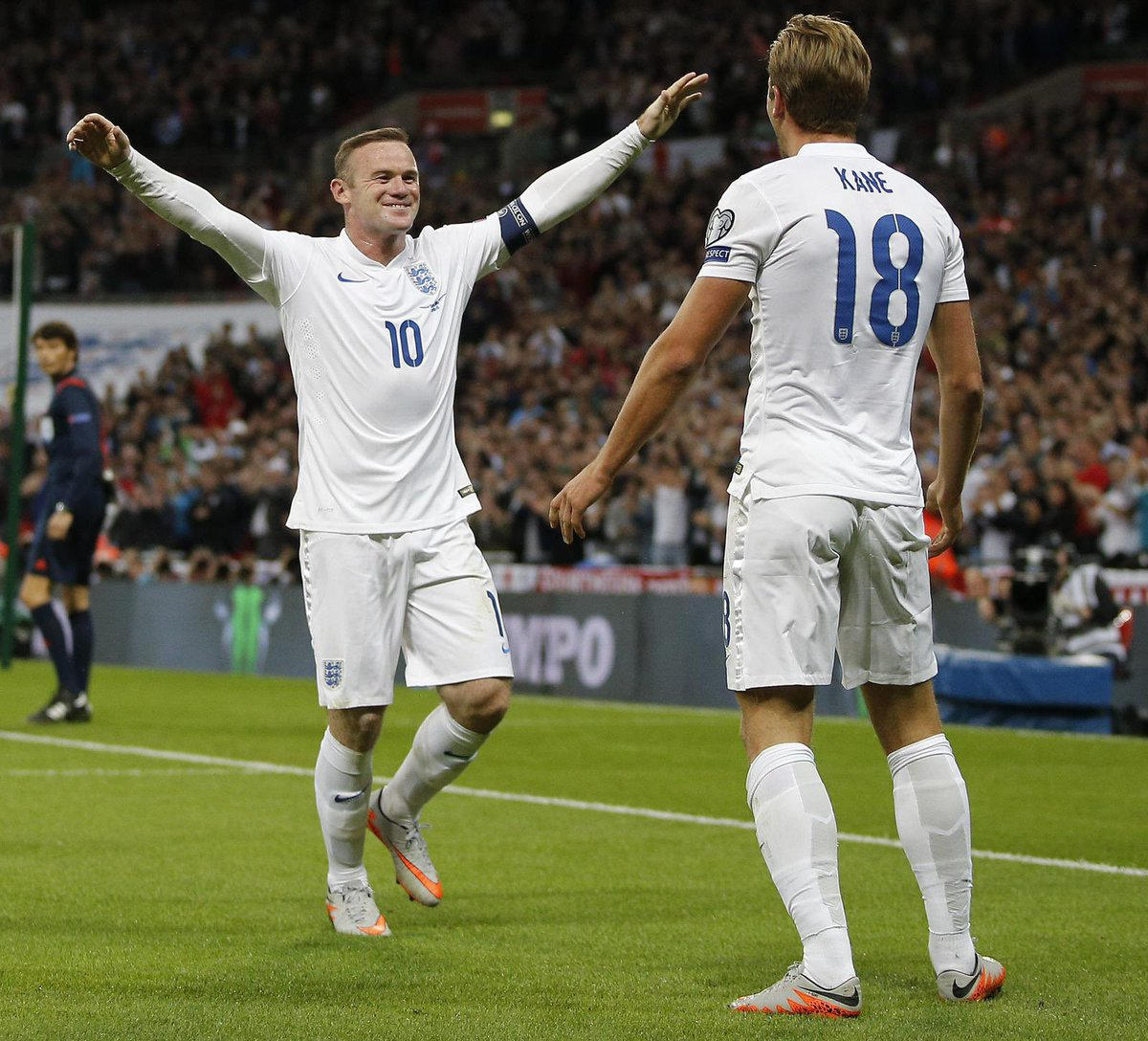 Congrats on an amazing career @WayneRooney. Been a pleasure to have played alongside you and learnt from you in an @England shirt. All the best in management. 🦁🦁🦁