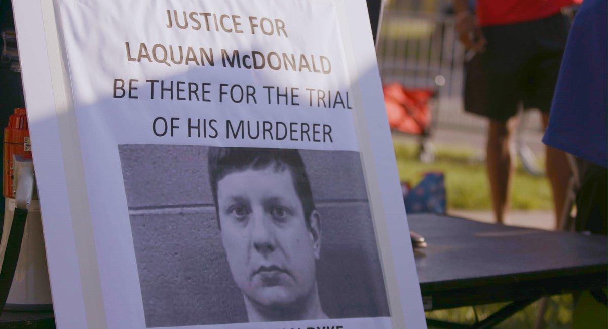 """Les pràctiques d'abús policial del Departament de Policia de Chicago van quedar al descobert després del judici per l'assassinat, a mans de la policia, de Laquan McDonald, un noi negre de 17 anys.   """"16 trets"""", de Richard Rowley. 📆Dimarts, a @tv3cat  🔗👉"""