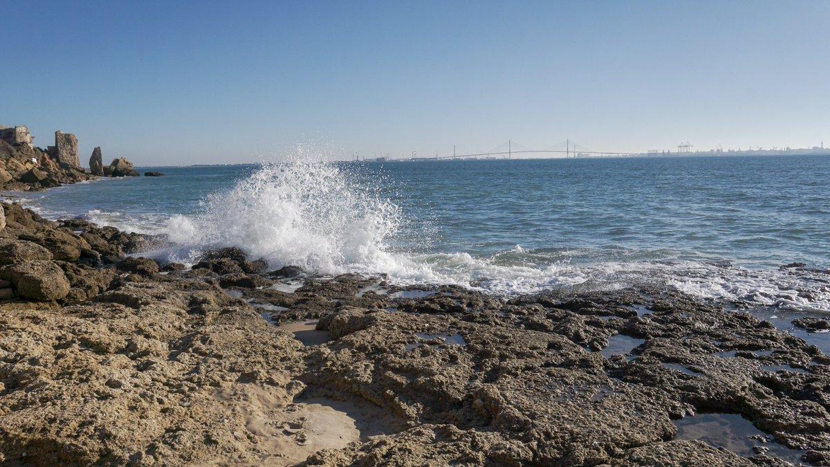 Porque no hay nada más bello del modo en que todas las veces el mar intenta besar a la playa, no importa cuantas veces lo pone de patitas en la calle. #photography #nature #elpuertodesantamaria #photooftheday #fotografia #life #dslrcreative #turismoelpuerto #sonyalpha