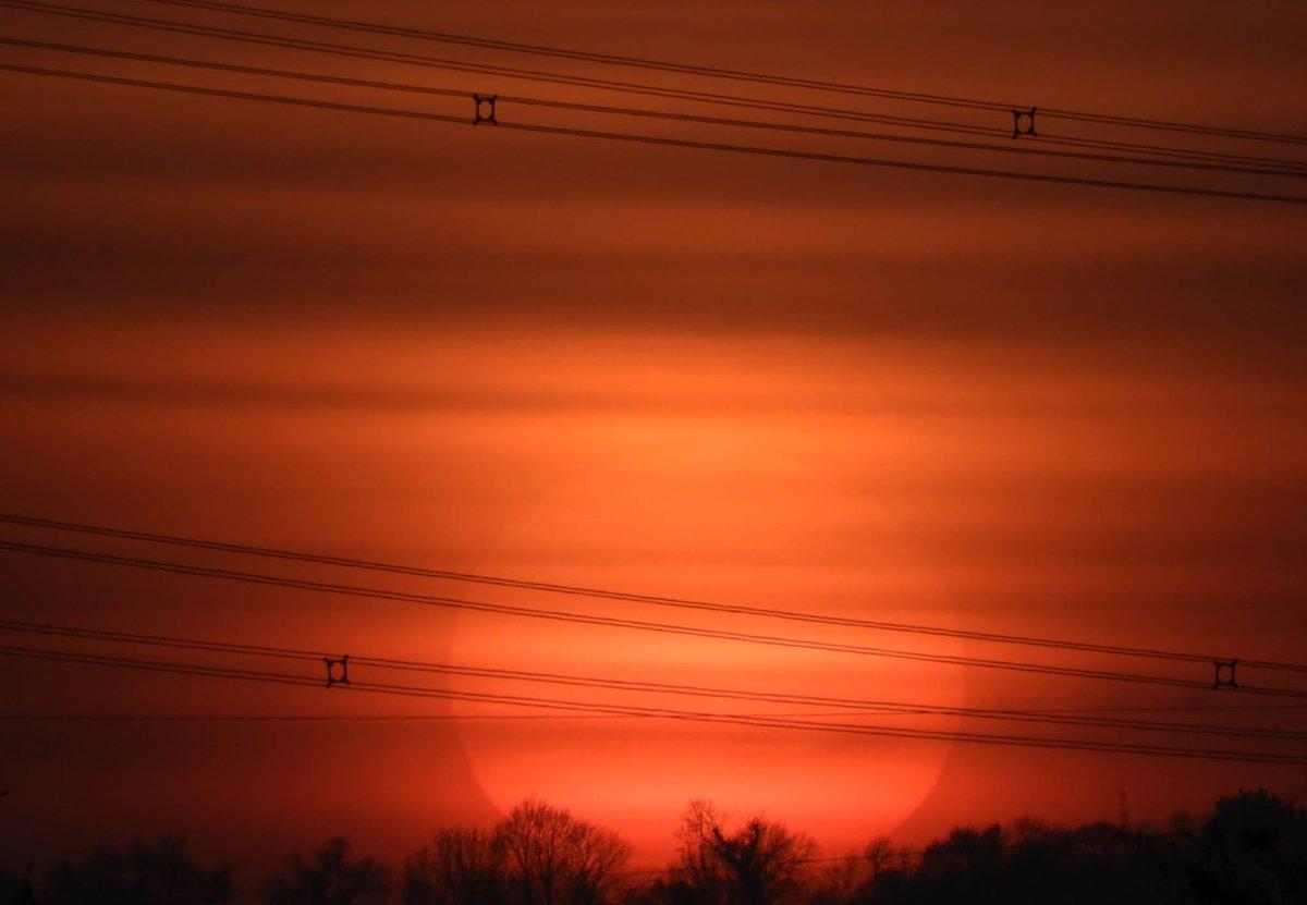 #Friday #sunset sun in cloud #graveley #Hertfordshire 15/1 #loveukweather #ThePhotoHour #earthcapture @WeatherHerts @hertslife @CloudAppSoc #NaturePhotography #earthandclouds #Weather #nature #landscapephotography #photooftheday