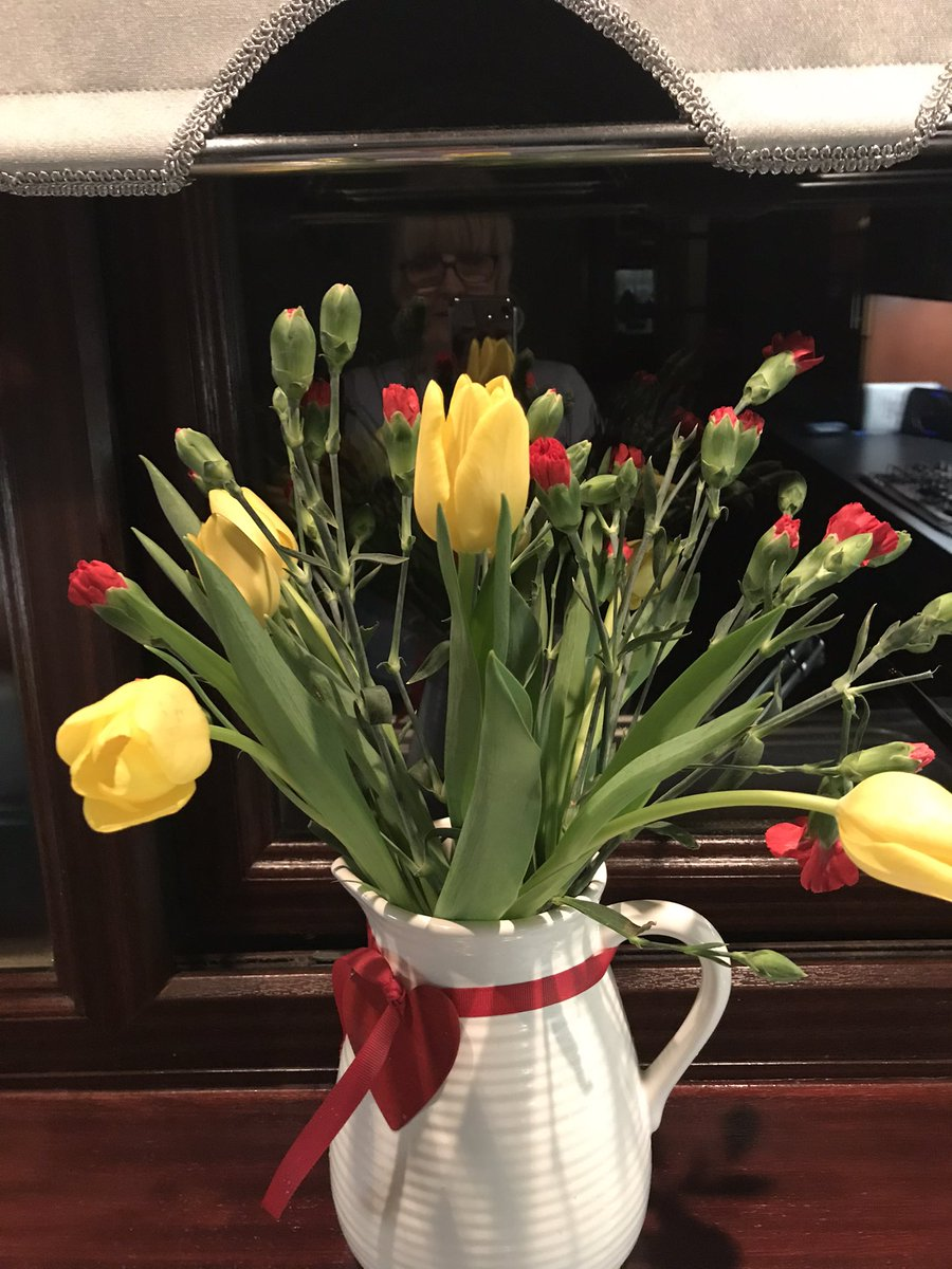 Knock at the door tonight and my friend delivered these - just because 💕#kindness #friendship https://t.co/xqwv5m8NIy