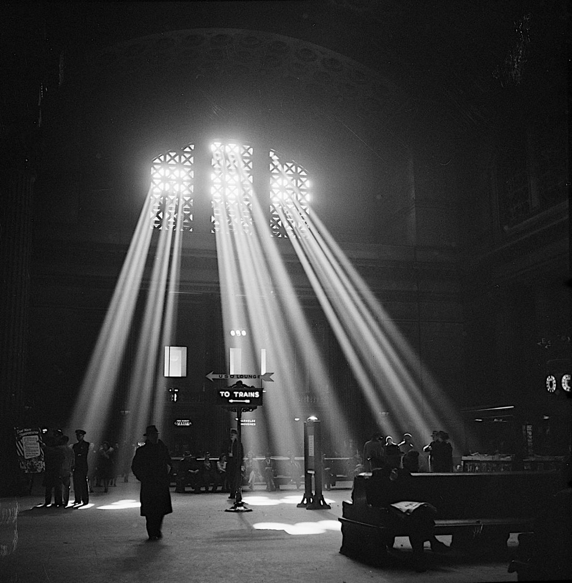 RT @kc_clancy: Chicago, Illinois. Union Station waiting room. 1943 Jack Delano https://t.co/JRnh02UzPf