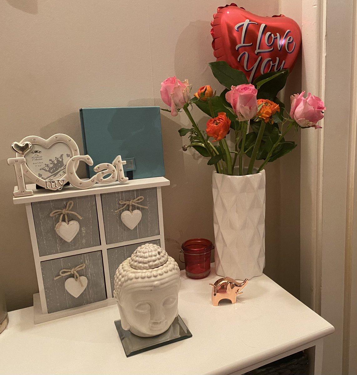 #surprise!!🌸 💐🌺  #surprisedelivery #bouquet #lovelovelove #fresh #flowers #roses #pretty #pink #prettyinpink #spoilt #loveit #MJsWorld🤷🏻♀️  💐🙆🏻♀️🌸❤️