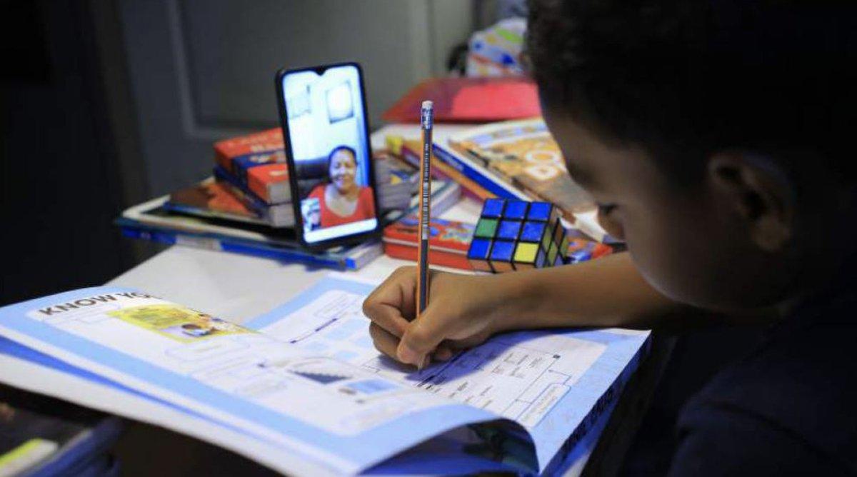 #Honduras 🇭🇳   Más de 7000 alumnos desertaron durante el 2020.  💻La tecnología debe jugar un papel fundamental en fortalecer el sistema educativo.  🗞️Lee más en