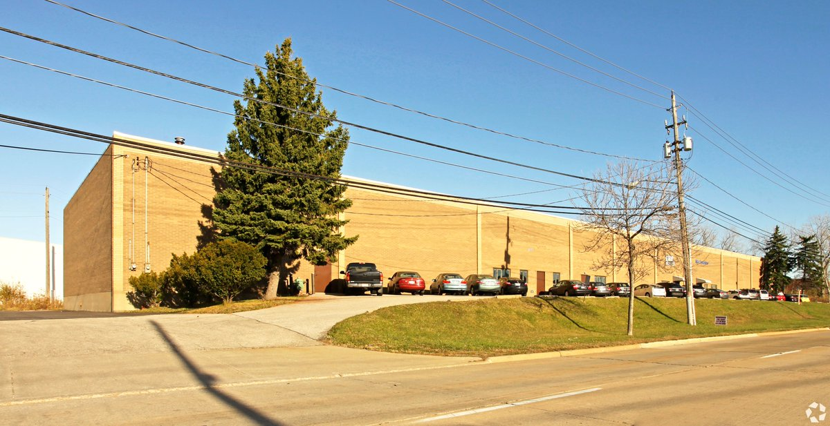 Congrats to The HexterCalig Team @jcalig on leasing 26,360 SF #industrial building in Bedford Heights, OH #justleased #CRE