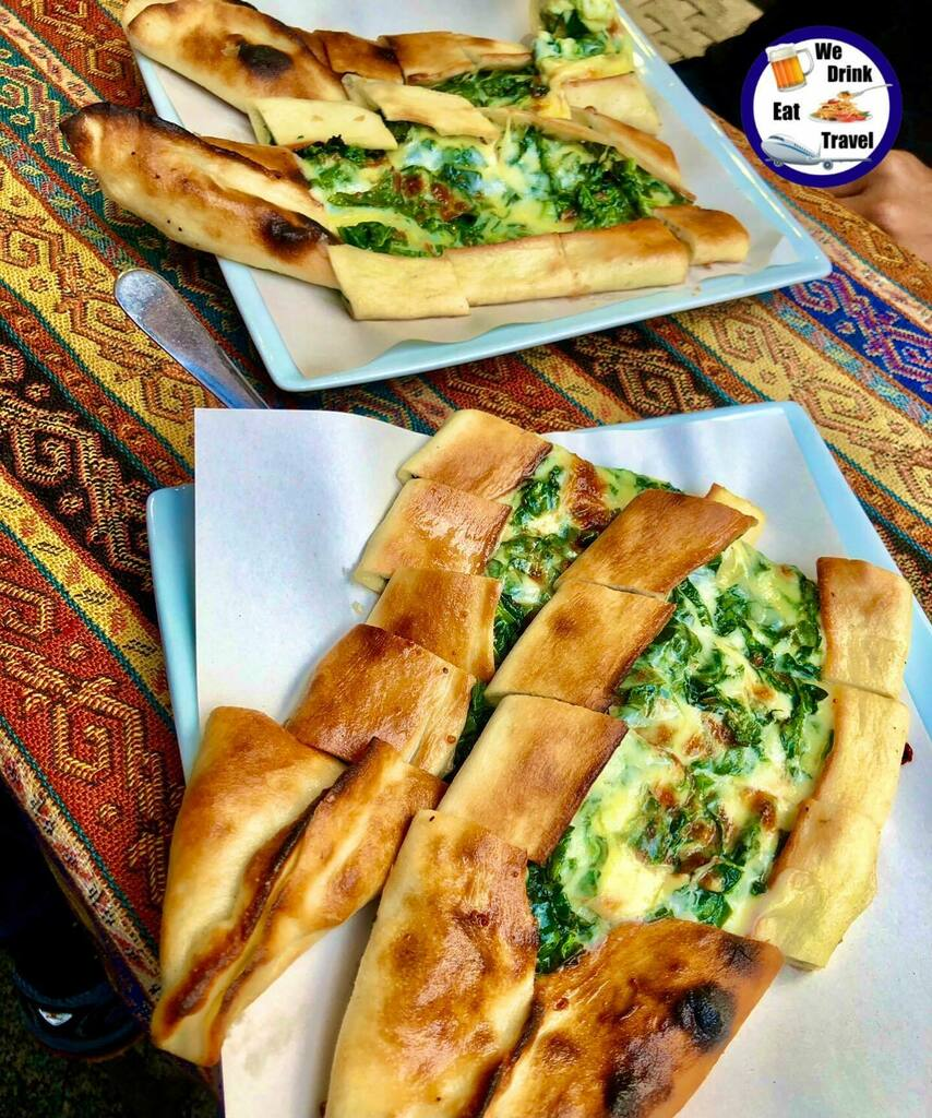 These cheese and spinach pide were amazing. We got them near the old bazaar in Istanbul, Turkey 🇹🇷😋❤️❤️ . . . . . . . . . . #wedrinkeattravel #instagood #photooftheday #picoftheday #instadaily #travel #travelphotography #travelblogger #travelgram #in…