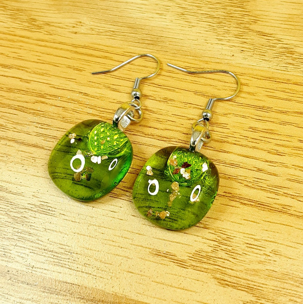 Green or blue which one are more you ? some lovely colourful #handmade glass earrings with a touch of gold.   #SmallBusiness #valentinesdaygift #gifts