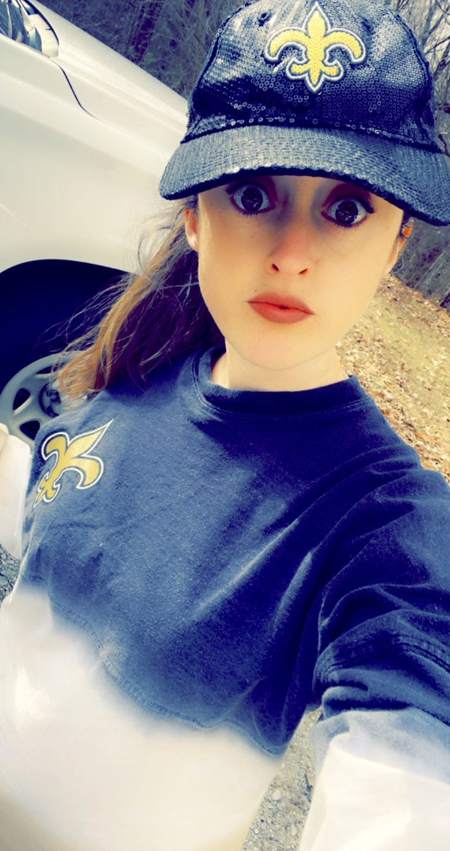 When #NationalHatDay falls on #blackandgoldFriday but the TN weather is bipolar and the wind is 20 mph and it's sort of snowing 🌨😂🥶