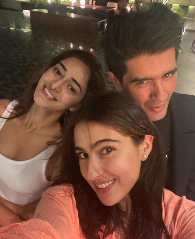 #SaraAliKhan with #ananyapanda & @ManishMalhotra 🧡🧡