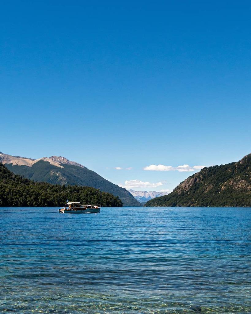 📍 Bariloche, Argentina . . . . . @turismoargentina #bariloche #argentina #patagonia #lake #beach #l4l #instadaily #nature #bestoftheday #picoftheday #landscape #sun #luxury #sunset #sunrise #love #art #boat #camping #summer #travel #southamerica #ig_…