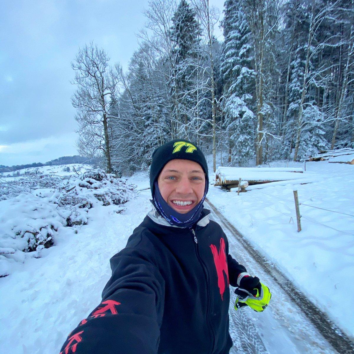 Winter wonderland  🇨🇭❄️⛄️ 🏃♂️   #home #run #running #selfie #smile #winterwonderland #friday #mood #snow #cold #swiss #switzerland #happy #training #hard #domi77 #ad77 #aegi77 #livefullgas #77 #domifighter