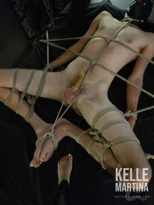 2 pic. I love extended rope bondage scenes at Studio@SanctuaryCMH https://t.co/smNHDwrHRb