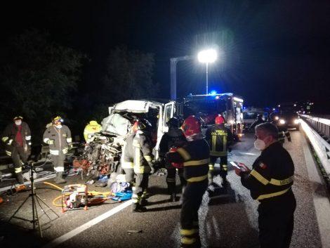 Furgone con operai contro un Tir, un morto e sei feriti sulla Palermo Catania - https://t.co/8NMlQiFWUi #blogsicilianotizie