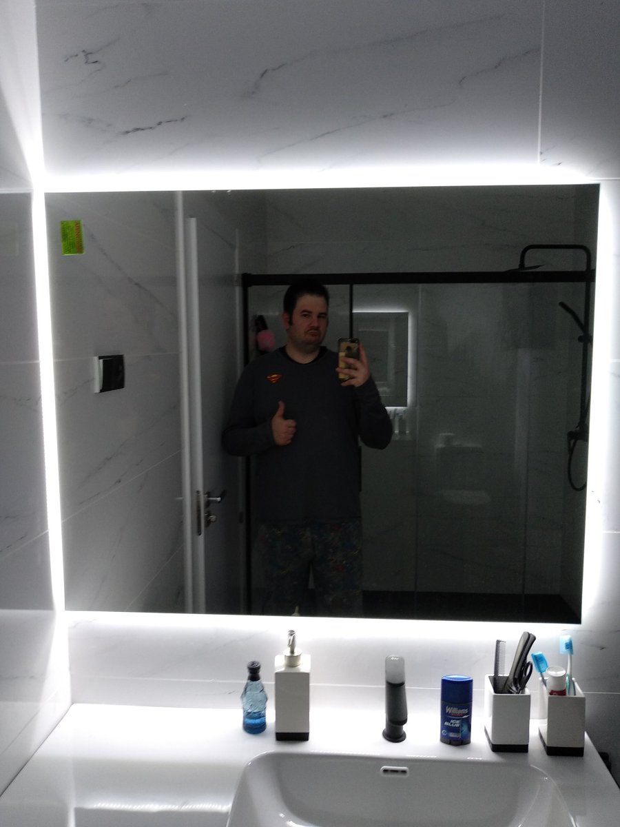 Lo de la ducha gigante y el espejo iluminado es un tema ¿eh? habría que estudiarlo.
