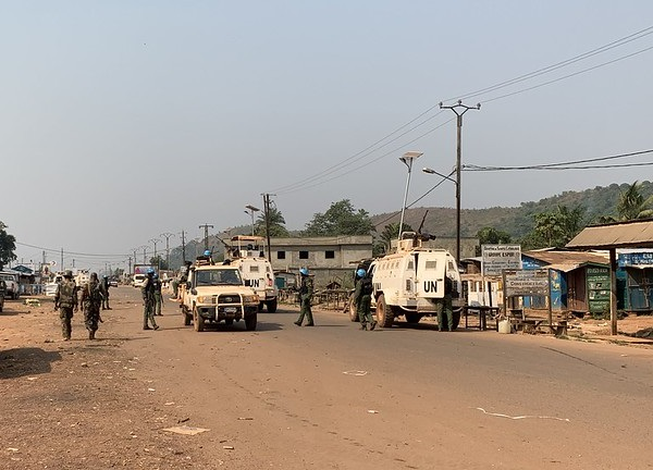 Secretary-General @antonioguterres strongly condemns today's attacks by combatants on a convoy of @UN_CAR in Grimari, Ouaka prefecture, Central African Rep 🇨🇫. A peacekeeper from Burundi 🇧🇮 was killed and two others wounded. Attacks against peacekeepers should not go unpunished.