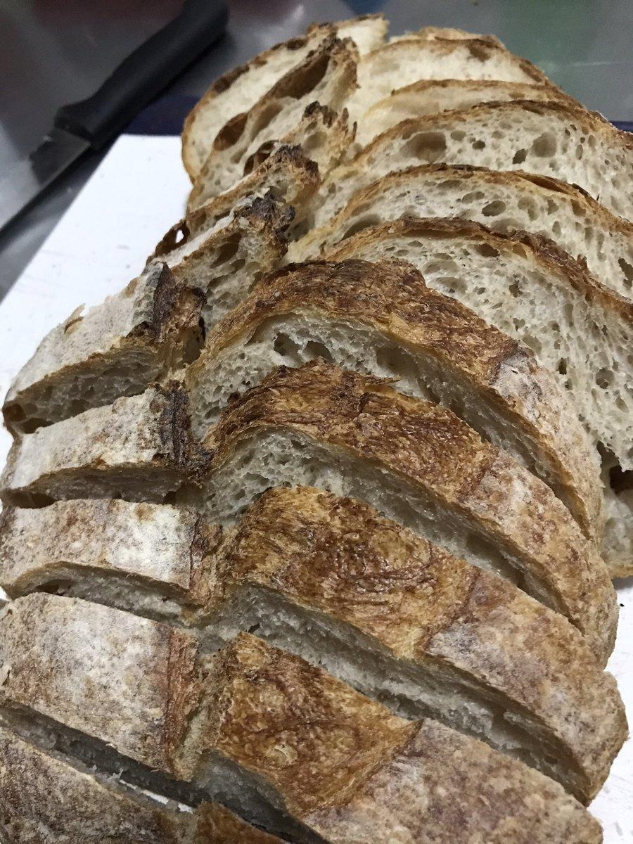 Pão de fermentação natural, o famoso Sourdoog  🥖   #fermentacaonatural #pao  #sourdoog #levain #massamadre