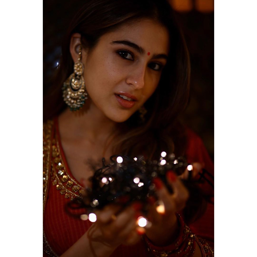 Fans of Sara Ali Khan follow @CelebritiezClub for latest updates   #Sara #SaraAliKhan #Bollywood