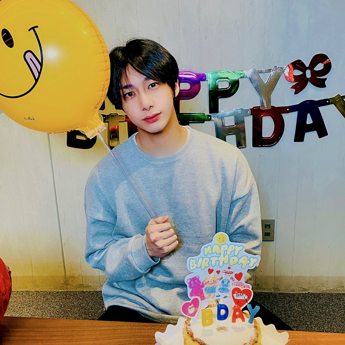 Last minutes in my time zone I wanted this screenshot for my personal calendar that design for myself But Thank you for HD quality Hyungwon 😘 And HBD  #HBDtoHYUNGWON #형원이란_다정함이_내린_날 @OfficialMonstaX